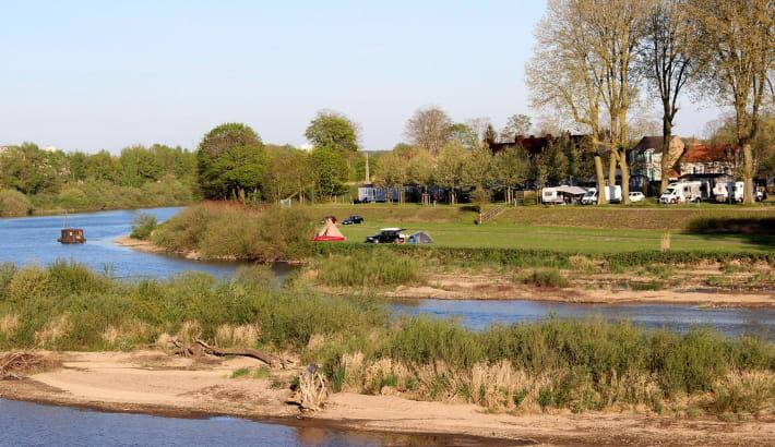 Vue sur le camping depuis le pont de Loire