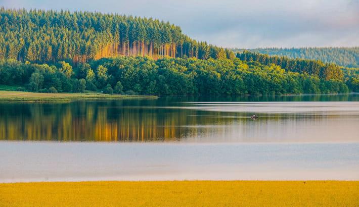 Lac de Saint-Agnan dans le Morvan