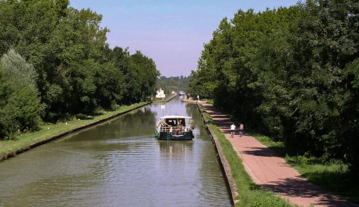 Approche du pont canal du Guétin