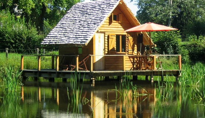 Cabane lacustre au Domaine d'Ettevaux à Poil