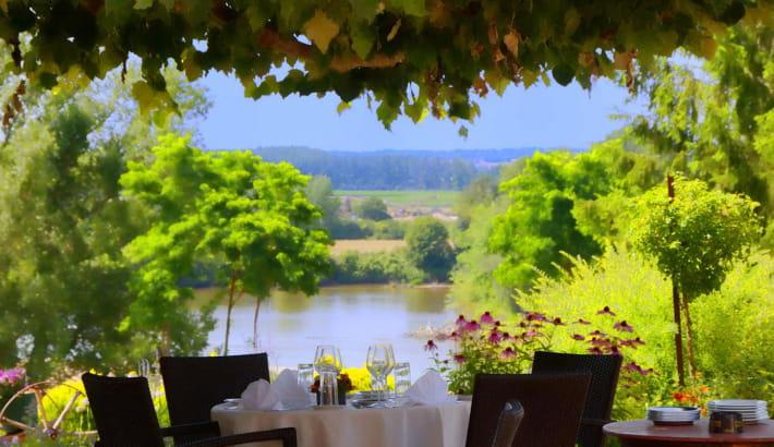 Vue sur la Loire depuis la terrasse du Coq Hardi
