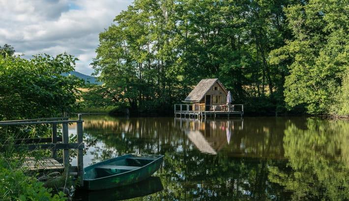 Cabane Lacustre sur un étang