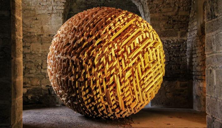 Sphère de l'artiste Vincent Mauger « La multiplication des contraintes »