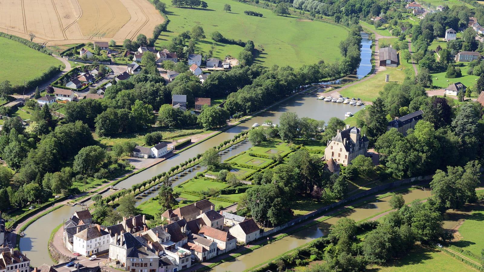 Tourisme fluvial et cyclotourisme sur le canal du Nivernais