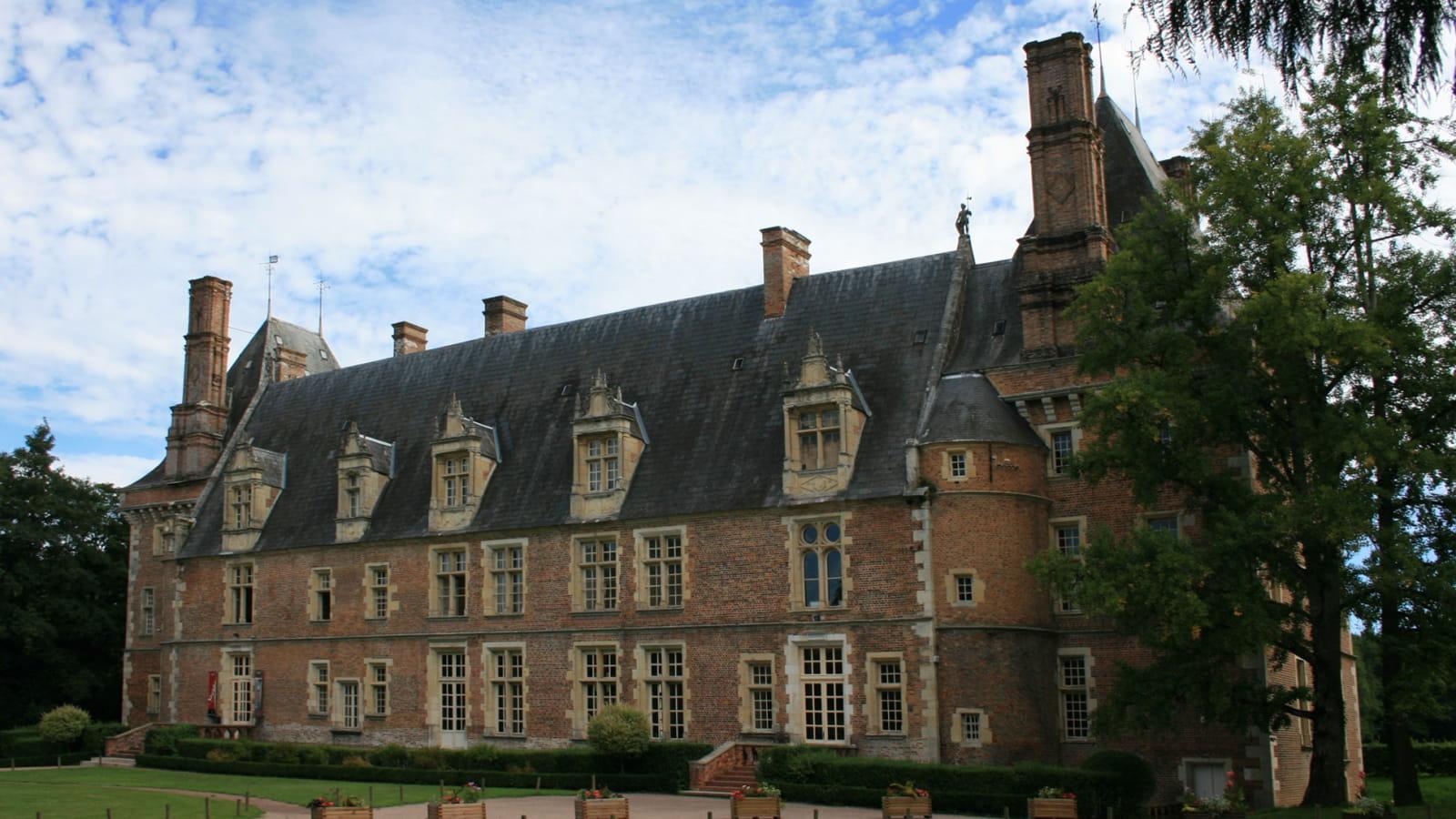 Le Château de Saint-Amand-en-Puisaye : un édifice Renaissance dans le Nivernais