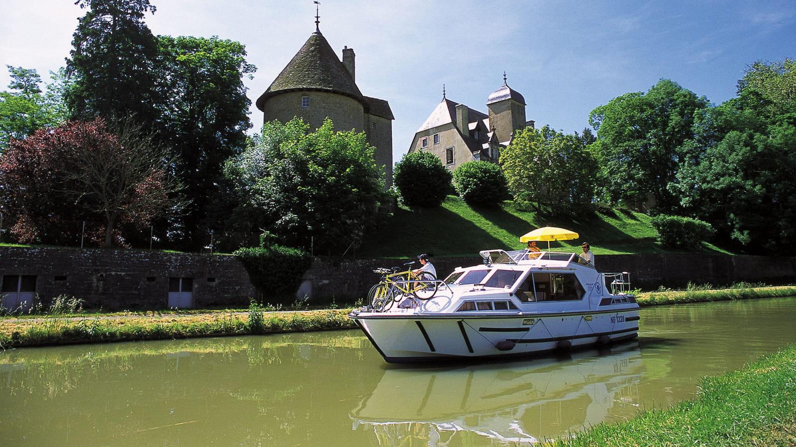 Plaisance sur le canal du Nivernais
