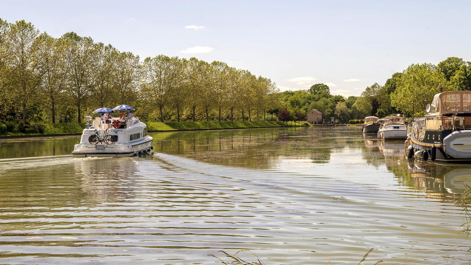Bateau sur le Canal du Nivernais