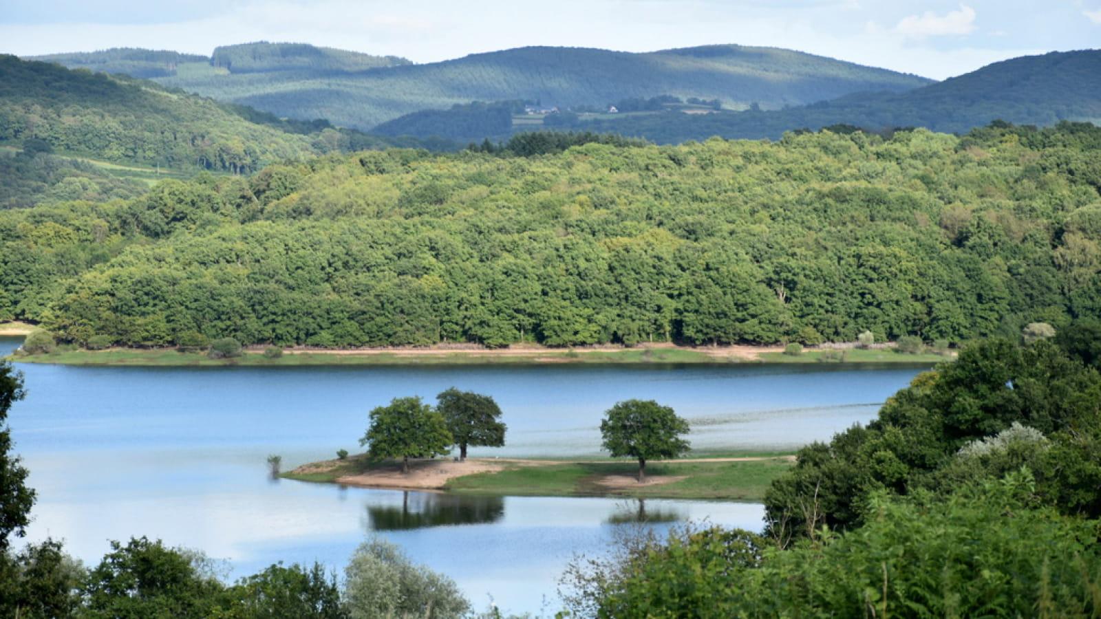 Lac de Pannecière-Chaumard
