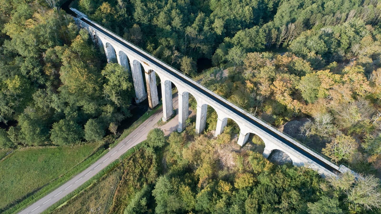 Vue aérienne de l'Aqueduc de Montreuillon