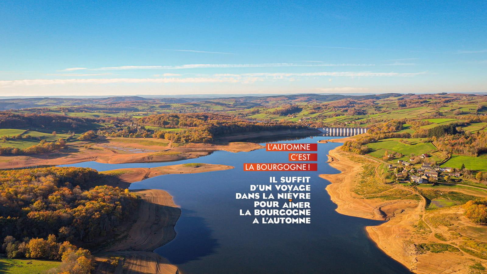 Vue aérienne du Lac de Pannecière à l'automne